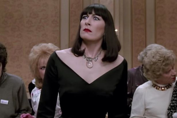 Sau loạt vai mỹ nhân khét tiếng, Anne Hathaway lột xác thành phù thuỷ xấu xúc phạm người nhìn trong phim kinh dị mới - Ảnh 3.