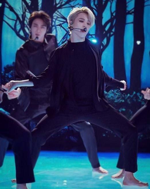 Jin (BTS) vẫn thần thái bất chấp vũ đạo cực bốc trong khi Jungkook, Jimin, V mặt méo xệch, tài năng ẩn dật của trai đẹp toàn cầu đấy! - Ảnh 17.