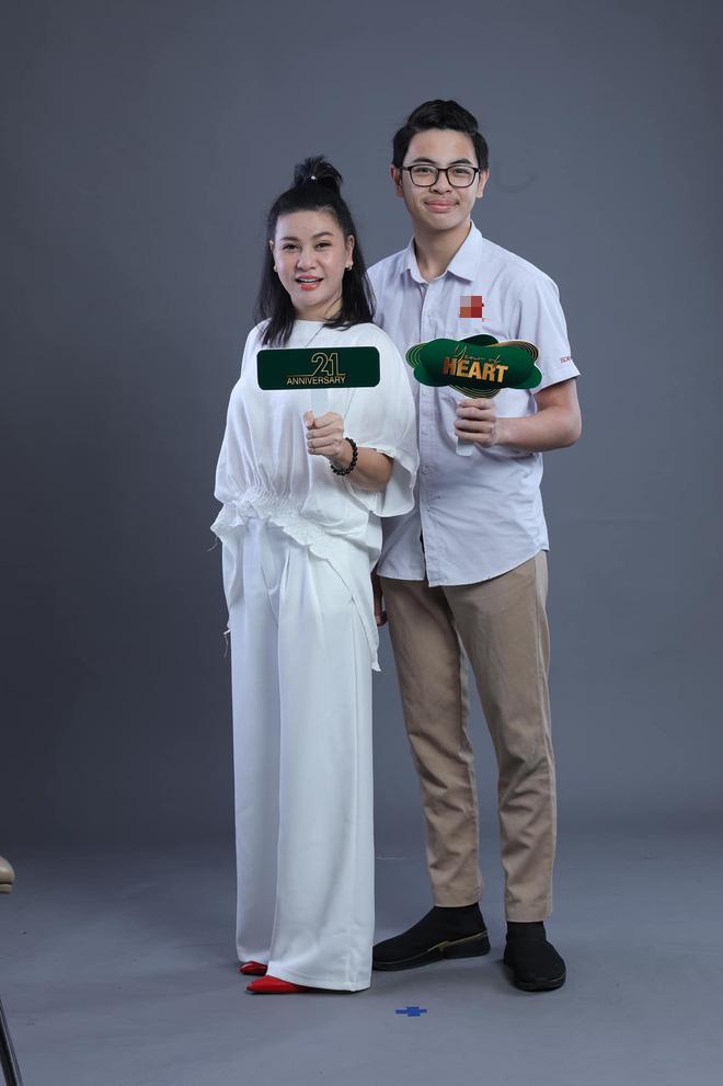Sao Việt ngày đầu cho con nhập học: Lâm Vỹ Dạ cẩn thận chuẩn bị khẩu trang phòng dịch, Hoàng Bách tự so sánh sự trẻ trung của mình với... con gái - Ảnh 6.