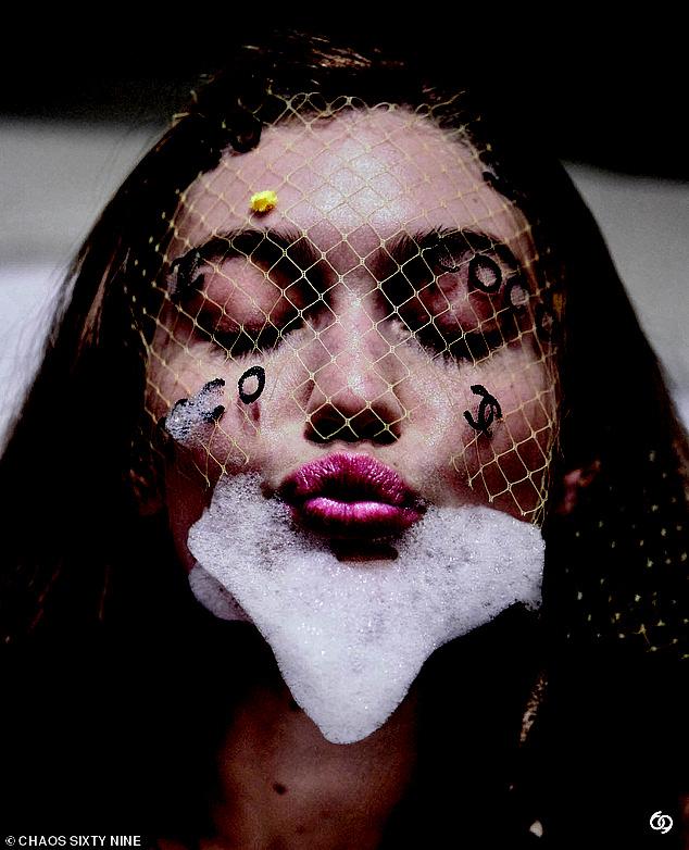 Bà bầu hot nhất Hollywood Gigi Hadid đốt mắt netizen với bộ ảnh bán khoả thân: Vòng 1 căng tràn thả rông, thần thái ngút ngàn - Ảnh 8.
