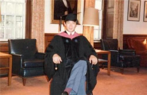 Thiên tài Vật lý 17 tuổi đã vào đại học, được nhận vào Harvard, làm giáo sư khi mới ngoài 30 đột ngột tự tử khiến mọi người tranh cãi tìm ra nguyên nhân - Ảnh 4.