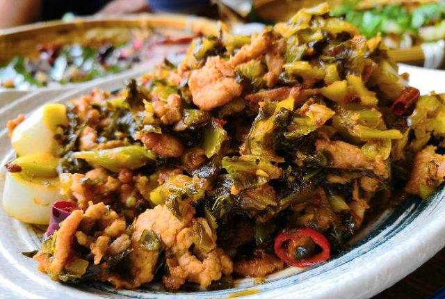 Dùng dầu hào khi nấu nướng nên nhớ quy tắc 3 không để tránh gây hại tới sức khỏe lẫn hương vị món ăn - Ảnh 2.