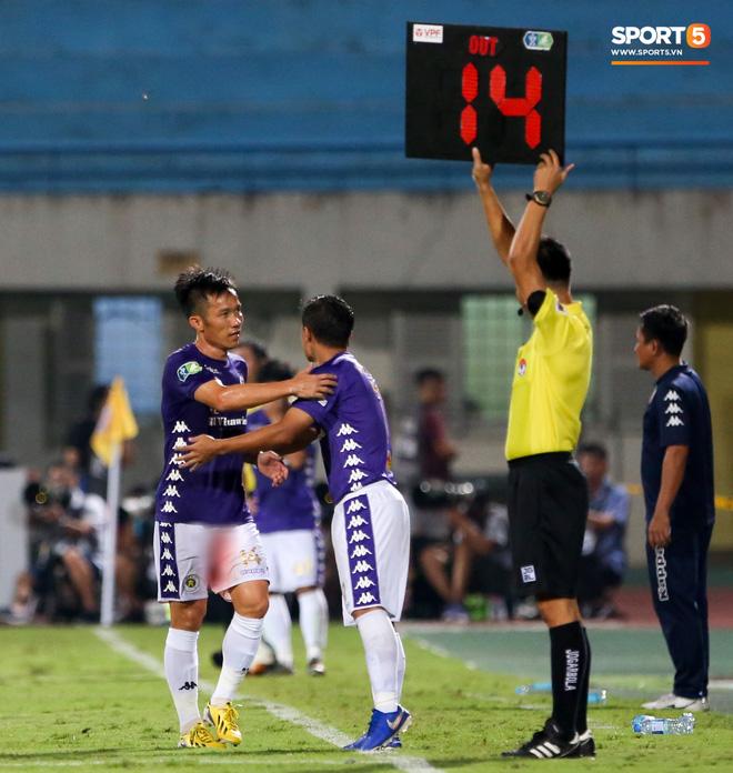 Cựu tuyển thủ Việt Nam chảy máu ướt đẫm quần khiến tất cả hốt hoảng ngày Hà Nội FC đại thắng - Ảnh 5.