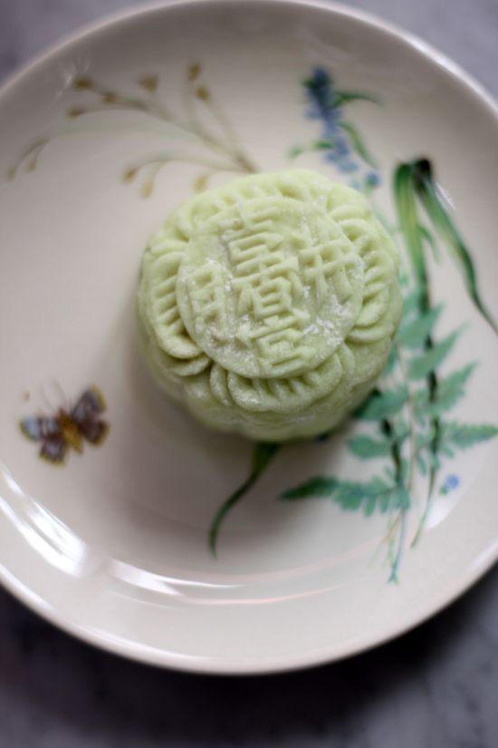 Chưa kịp hết choáng với bánh Trung thu xôi xéo, lại có thêm bánh Trung thu rau mùi và những hương vị độc lạ khác thách thức vị giác người ăn - Ảnh 5.