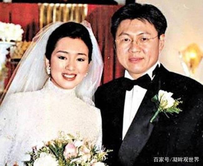 Phù thuỷ Mulan Củng Lợi: Tiểu tam phá nát gia đình Trương Nghệ Mưu, hôn nhân lỡ dở với tỷ phú thành chị đại phương Tây kính nể - Ảnh 14.