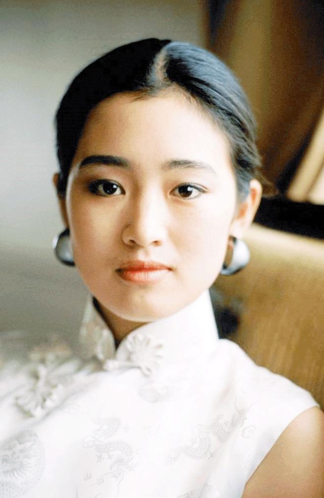 Phù thuỷ Mulan Củng Lợi: Tiểu tam phá nát gia đình Trương Nghệ Mưu, hôn nhân lỡ dở với tỷ phú thành chị đại phương Tây kính nể - Ảnh 10.