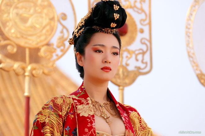 Phù thuỷ Mulan Củng Lợi: Tiểu tam phá nát gia đình Trương Nghệ Mưu, hôn nhân lỡ dở với tỷ phú thành chị đại phương Tây kính nể - Ảnh 7.