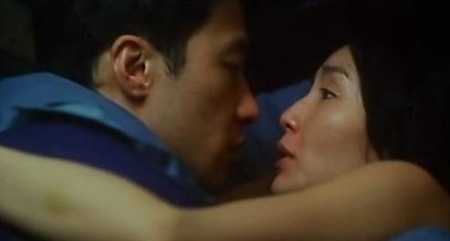 Dương Mịch và Lưu Khải Uy ôm nhau giữa nhà ga 6