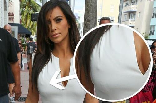 """Kim Kardashian lộ """"nhũ hoa"""" 2"""