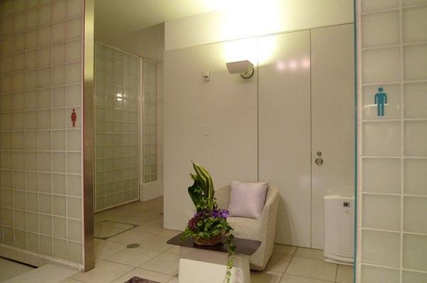 Khách sạn siêu sang trong... toilet 4