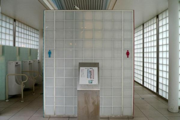 Khách sạn siêu sang trong... toilet 5