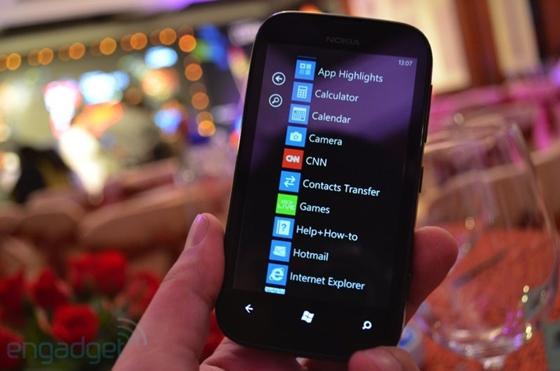 Nokia cho ra mắt sản phẩm Lumia giá rẻ mới 10