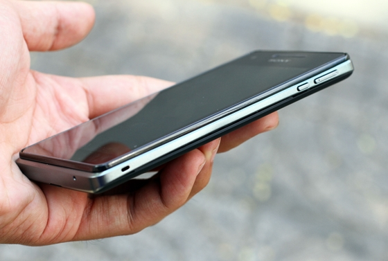 """Trên tay Sony Xperia V - smartphone chống nước """"đỉnh"""" 10"""