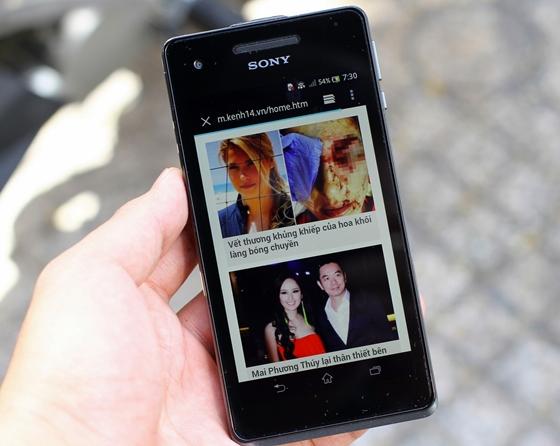 """Trên tay Sony Xperia V - smartphone chống nước """"đỉnh"""" 16"""