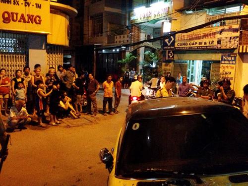 Ca sĩ Nguyên Vũ lái xe tông vào nhà dân 11