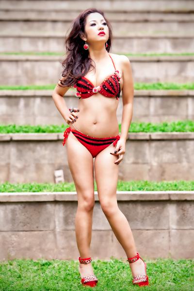 Danh hài Thúy Nga diện bikini thi hoa hậu 1