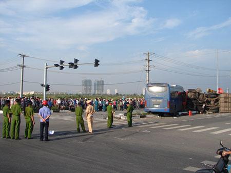 Tai nạn nghiêm trọng ở Bình Dương, 2 người chết, 16 bị thương 6