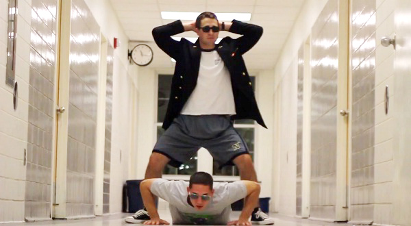 hai-huoc-voi-clip-sv-hoc-vien-hai-quan-nhay-gangnam-style