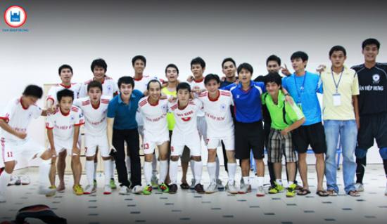 Ông Cao Thắng yêu bóng đá hơn cả... Đông Nhi 2
