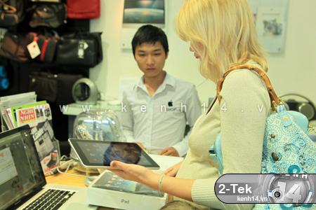 Clip: Tận tay chơi game, lướt web trên iPad tại Hà Nội