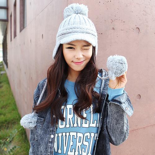 Những cô nàng theo đuổi phong cách cá tính cũng có thể diện những chiếc mũ len đầy cá tính này, áo jean boyfriend và áo phông cá tính là những item mà bạn cần đó