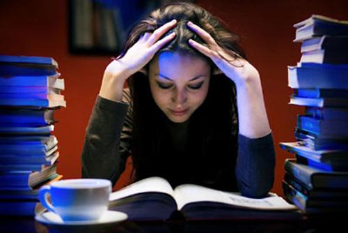 """Résultat de recherche d'images pour """"học bài khuya"""""""
