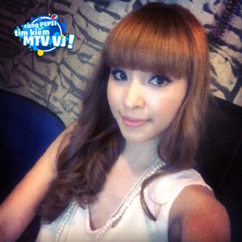 hotgirl-phuong-bella-song-het-minh-voi-dam-me