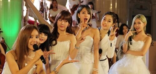 sau-scandal-tay-chay-hwayoung-bi-duoi-khoi-tara