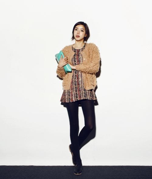 """Mix đồ phong cách với """"hot item"""": Áo len xù 17"""