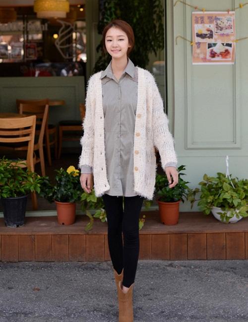 """Mix đồ phong cách với """"hot item"""": Áo len xù 16"""
