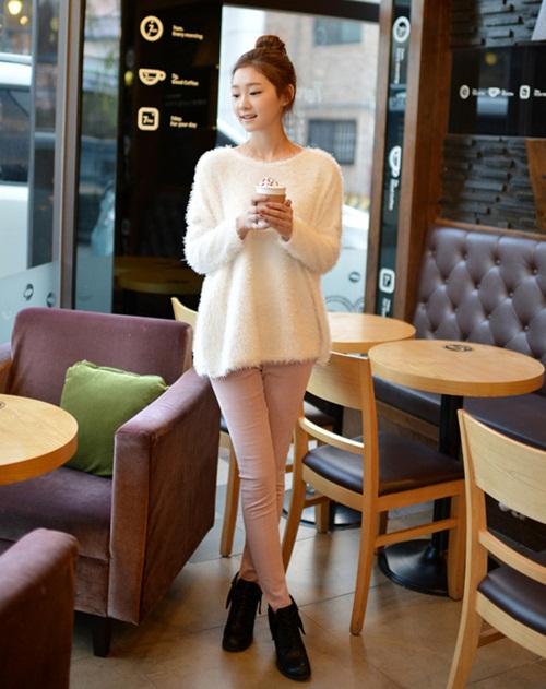 """Mix đồ phong cách với """"hot item"""": Áo len xù 2"""