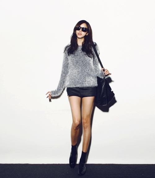"""Mix đồ phong cách với """"hot item"""": Áo len xù 10"""