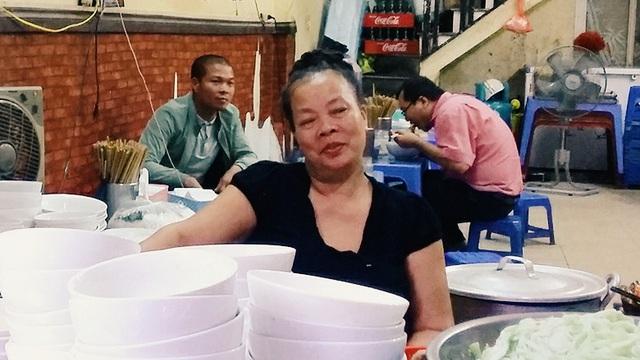 """Sài Gòn cũng có """"cơm chửi"""" của anh xăm trổ,  nhưng dễ thương lắm nhen!"""