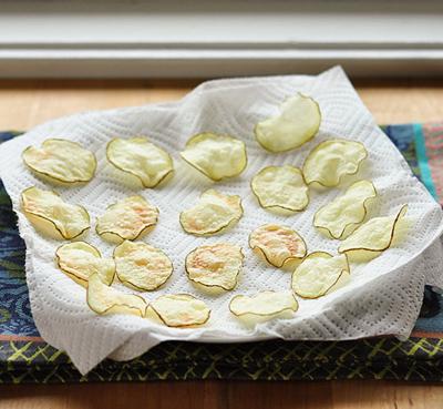 Snack khoai tây giòn tan làm bằng lò vi sóng 6