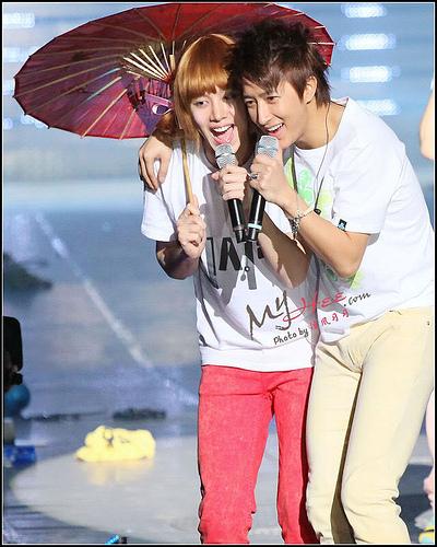Ngất ngây loạt ảnh chibi của các cặp đôi thần tượng Nam xứ Hàn 40