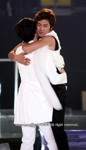 Ngất ngây loạt ảnh chibi của các cặp đôi thần tượng Nam xứ Hàn 32