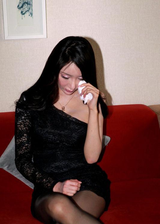 Ca sỹ Cbiz khóc ngất vì bị buộc quay cảnh cưỡng hiếp 2