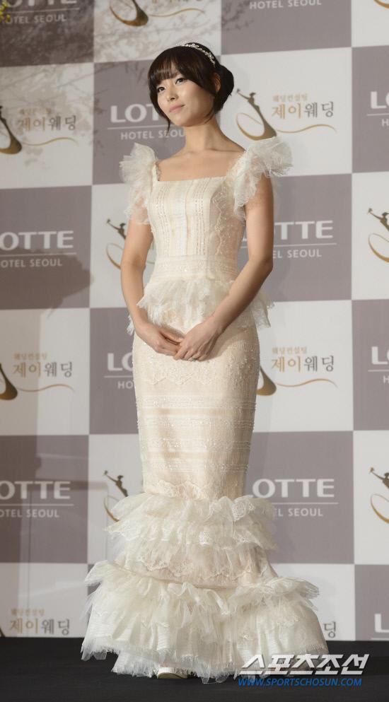 Idol Hàn xúng xính dự đám cưới như mơ của Sunye (WGs) 20