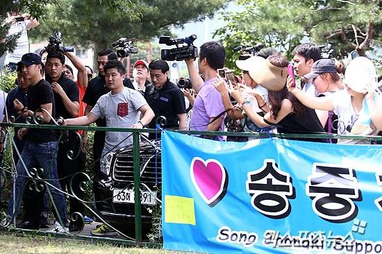 Song Joong Ki vẫn bảnh bao ngày nhập ngũ 11