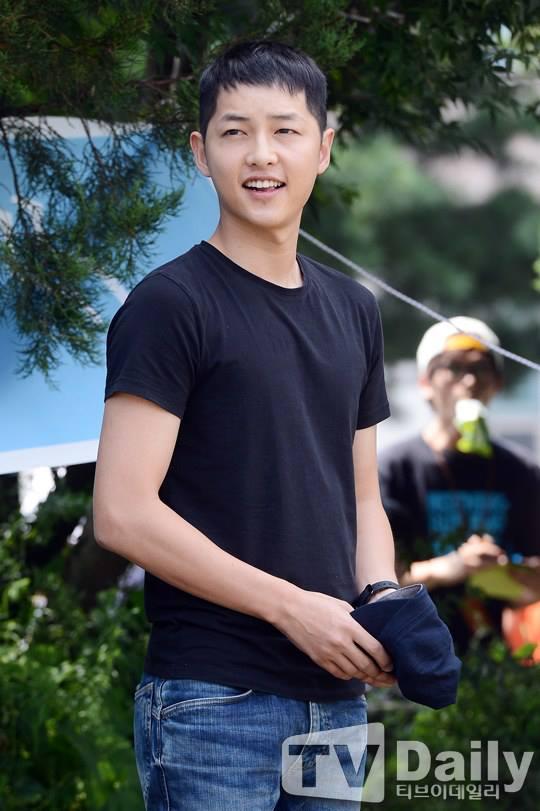 Song Joong Ki vẫn bảnh bao ngày nhập ngũ 1