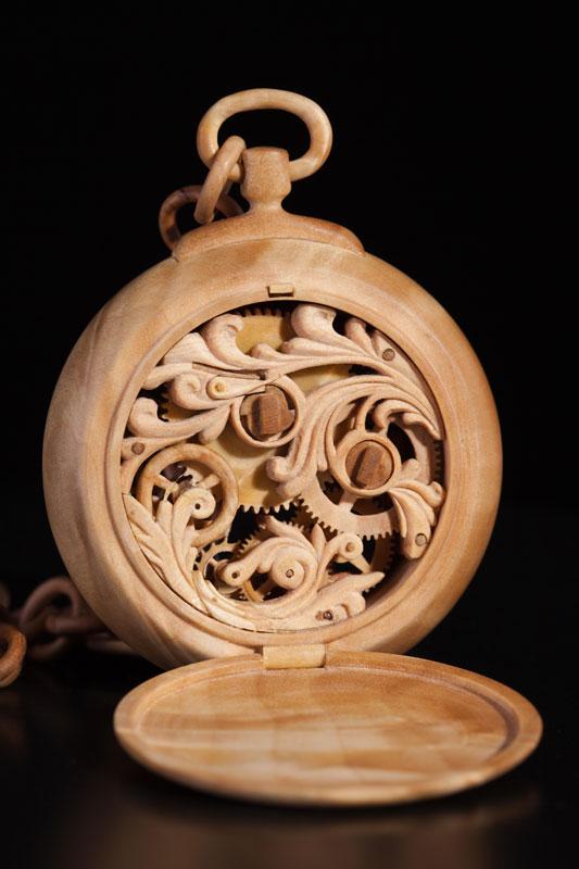 Đồng hồ chạy được chạm khắc hoàn toàn từ gỗ 7