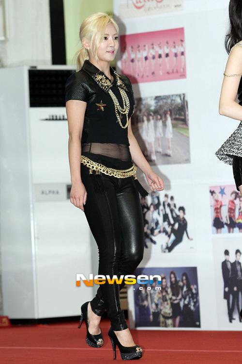 Trang phục trình diễn tại Dream Concert của SNSD bị chê bai vì quá xấu 10