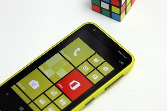 Trên tay Nokia Lumia 620 - Windows Phone 8 giá rẻ 11