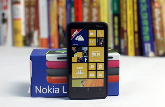 Trên tay Nokia Lumia 620 - Windows Phone 8 giá rẻ 5