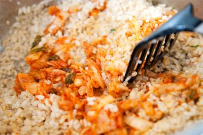 Công thức cơm chiên kimchi cay cay ngon tuyệt 5