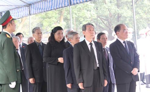 Hết giờ Lễ viếng Quốc tang, nhiều người dân vẫn xếp hàng vào viếng Đại tướng 21