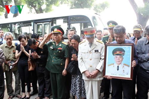 Hết giờ Lễ viếng Quốc tang, nhiều người dân vẫn xếp hàng vào viếng Đại tướng 19