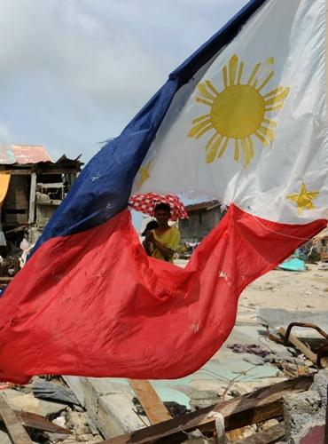 Nhìn lại những hình ảnh không thể nào quên trong siêu bão Haiyan 10