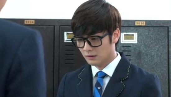 """Kim Tan (Lee Min Ho) """"tặng"""" tình địch cú đấm trời giáng 3"""