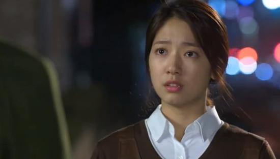 """Kim Tan (Lee Min Ho) """"tặng"""" tình địch cú đấm trời giáng 9"""